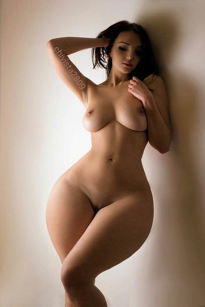 Huge thick hipped women naked